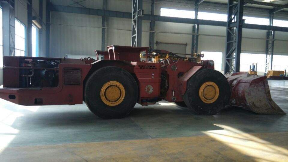 Tunneling Load Haul Dump Machine Underground LHD With Four Wheel Drive